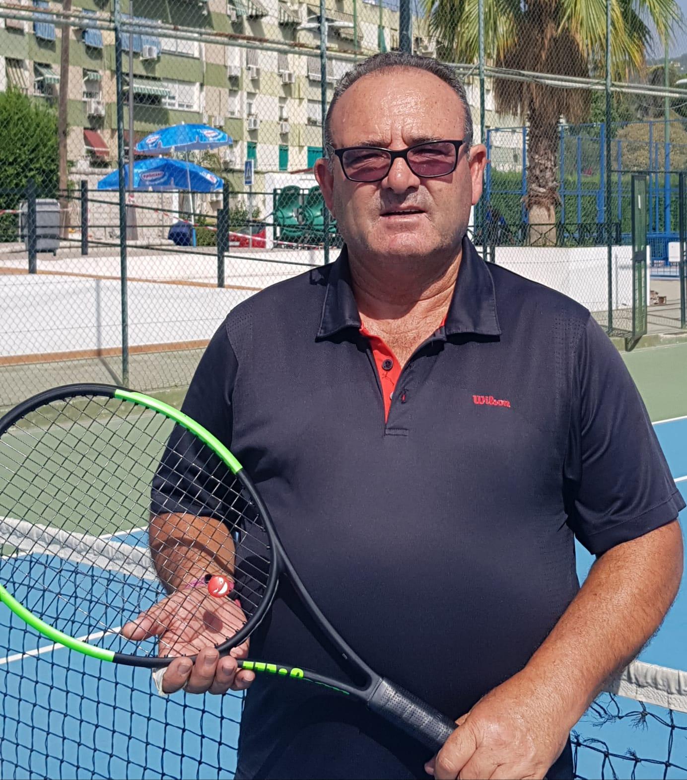 monitor de tenis del club Figueroa Manuel Lozano
